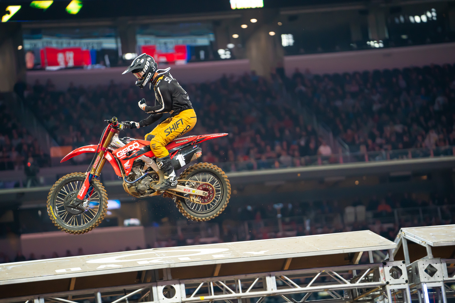 2020-ARLINGTON-SUPERCROSS_KICKSTART_0089