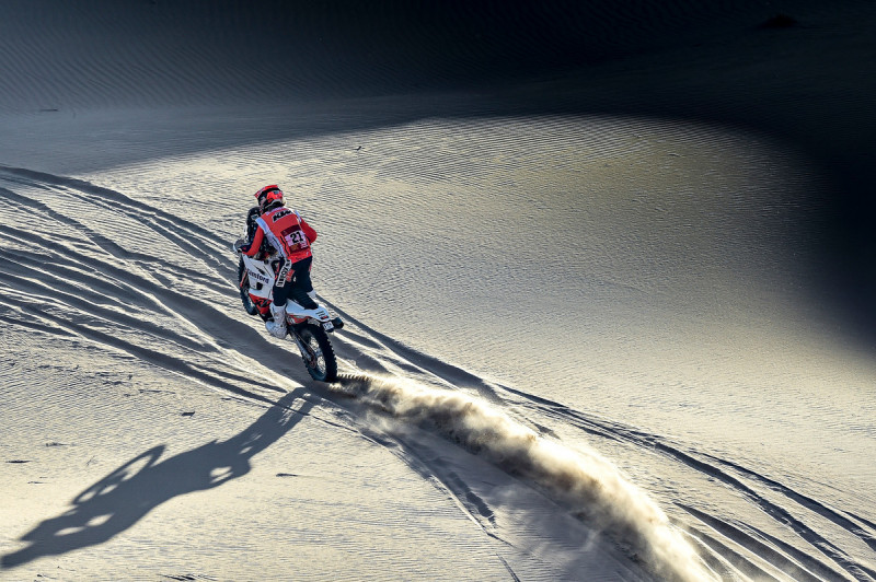 2021-Dakar-Rally-Stage-Two_0158